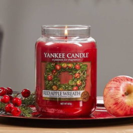 Yankee Caldle Apple Wreath
