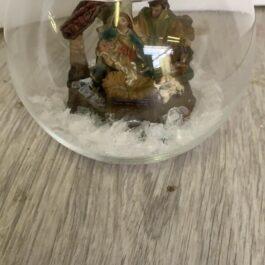 Ampolla di vetro con presepe