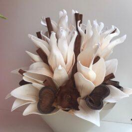 Composizione Artificiale con fiore Foam